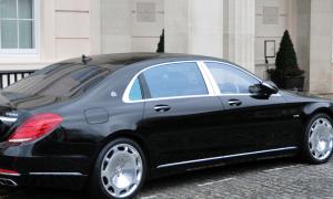 Jessica Hiltony la ricca celebrità ha deciso di allargare il suo parco auto.